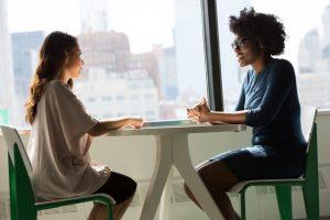 il est important de parler de son stress à un ami, faites vous aider
